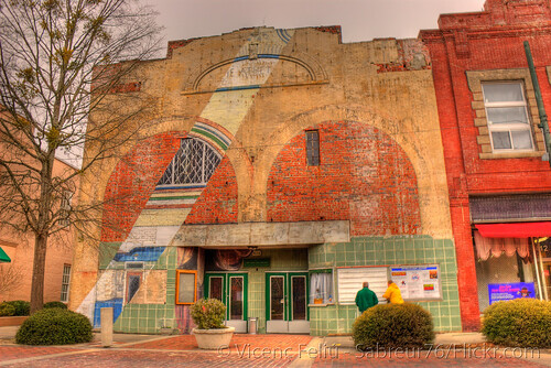geotagged nc nikon theater downtown northcarolina pepsicola hdr vicenç newbern photomatix d80 cravencounty nikond80 athenstheatre feliú tamron18270 sabreur76 herbertwsimpson vicençfeliú newberncivictheater geo:lat=35106889 geo:lon=77040742