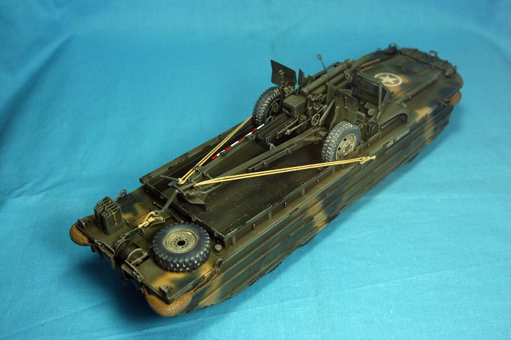 Italeri 1//35 Scale DUKW with 105mm Howitzer
