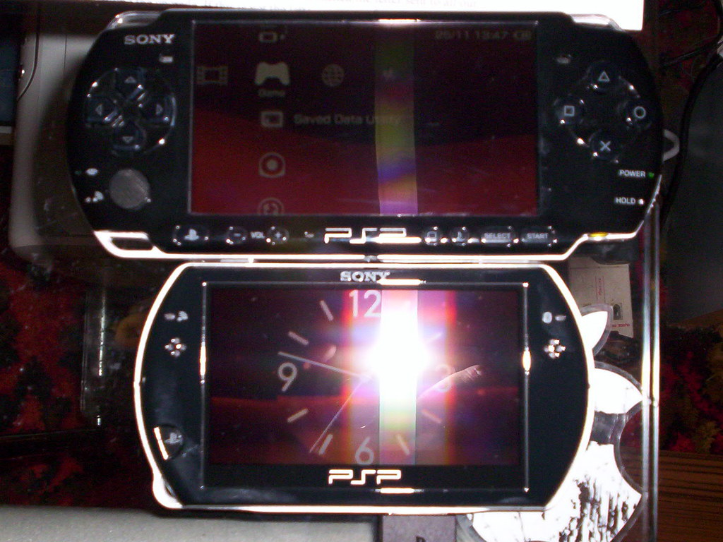 PSP Go vs PSP 3000 2 | Hard to get a good shot of the screen… | Ian