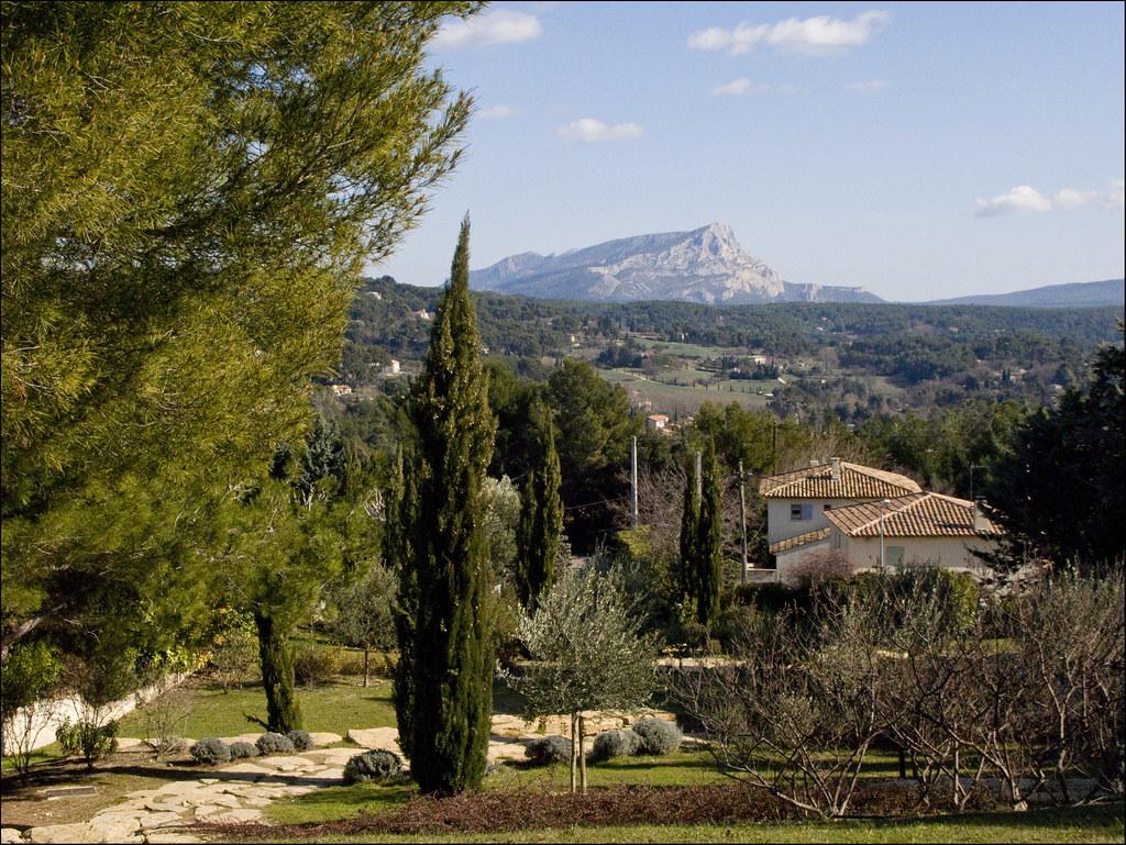 Montagne Sainte-Victoire from Les Lauves, Terrain des Pein…   Flickr