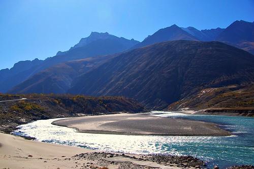 The Yarlang Tsampo (Brahmaputra River) SW of Lhasa   by lacitadelle