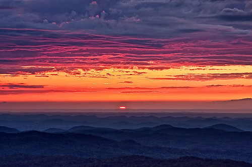 sunset sky sun clouds nikon tennessee northcarolina nationalparks blueridgemountains tellico cherohalaskyway d90 purplehues unicoimountains appalachianmountainrange cherokeenationalpark