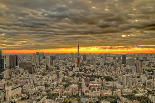 morning sunlight building tower clouds sunrise tokyo raw ray nef tokyotower roppongihills tamron hdr moritower 5photosaday 7xp nikond300 tamronaf1750mmf28spxrdiiivc