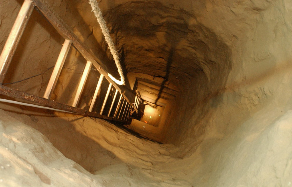 Ladder in Weapons Smuggling Tunnel   08/04/2004 IDF forces u…   Flickr