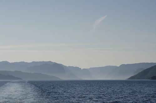 berge fjord hurtigruten lysefjord mountains norway norwegen rogaland spitzbergentravel vestlandclassic wasser water no