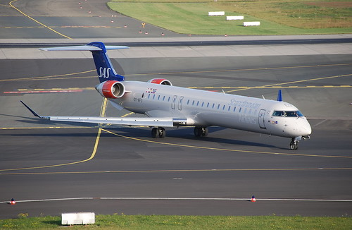 Scandinavian Airlines Canadair CRJ-900; OY-KFC@DUS;13.10.2009/558cn | by Aero Icarus