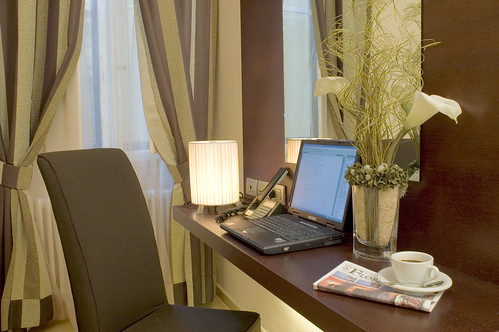 Modern Room - Desk & Laptop with FREE WiFi Internet