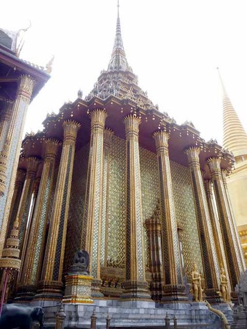 BANGKOK, THAILAND - Wat Phra Kaew temple - Phra Mondhop/ БАНГКОК, ТАИЛАНД - Храм Пра Каеу (Храм Изумрудного Будды)
