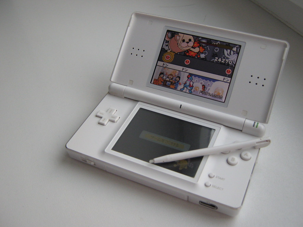 My Nintendo Ds Lite Polar White Oh Yeah My Ds I Bought Flickr