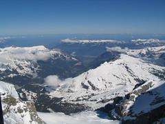 Pohled ze sedla do údolí Lauterbrunnen.
