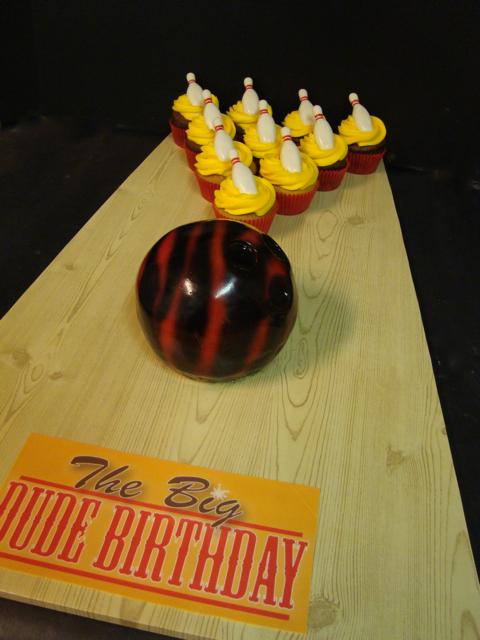 Big Lebowski cupcakes | cupcakes and mini bowling ball cake