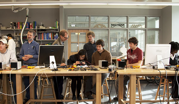 ENGS 21 students work in the Couch Project Lab at the Thay…   Flickr