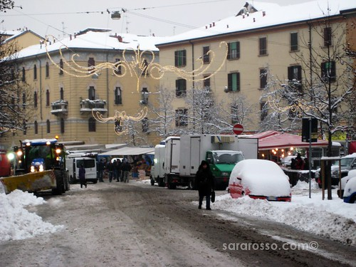 Milan Street Market with Snow plowers, Milan, Italy, December 22, 2009 | by MsAdventuresinItaly