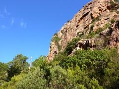 Sous Punta Russa : sur la trace horizontale sous le versant W de l'aiguille