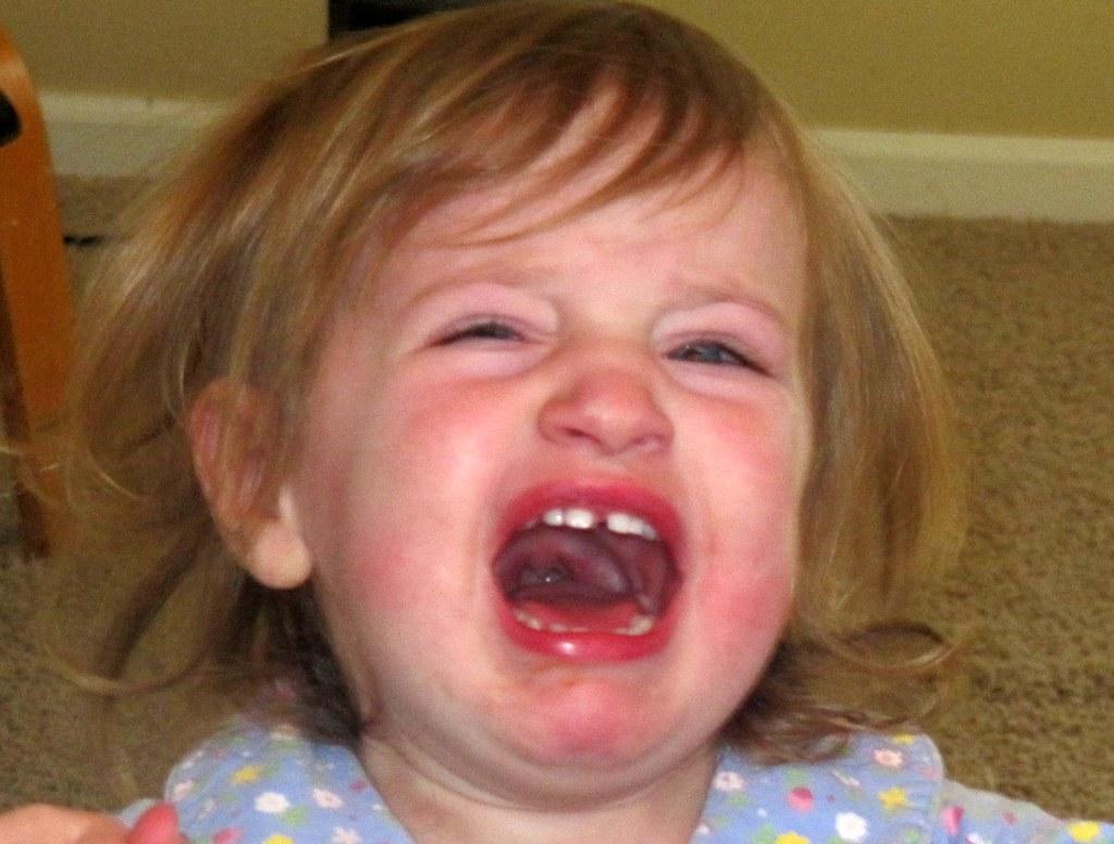 Un enfant en train de pleurer