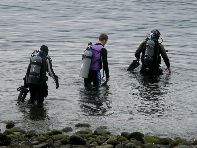 Dave's group heading for first dive #8257