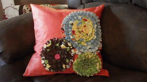 ruffle pillow 001