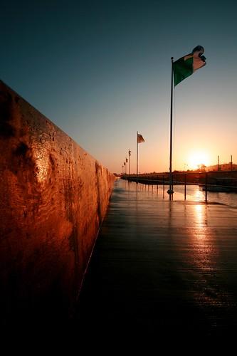 sunset water birds harbor vanishingpoint flags pacificocean walkway railing leadinglines santabarbaraharbor