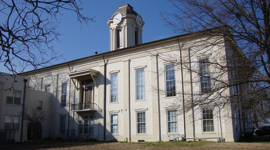 Monroe County Courthouse (Aberdeen, Mississippi) | This outs