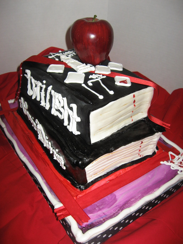 Twilight & Vampire Diaries Cake