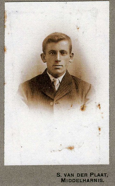 oldest known picture of my grandfather  LEENDERT VAN DER GROEF  ( Apr 27, 1888, Nieuwe-Tonge - Nov 26, 1974, Den Haag ) , son of Willem van der Groef and Ida van Maastrigt , husband of Pieternella van den Tol (1891 - 1970) , father of six children (HOL)