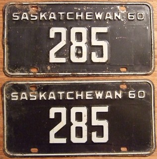 SASKATCHEWAN 1960 LICENSE PLATE PAIR ---#285