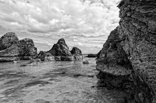 viewnx2 cacorrection colorefex tokina1224dxii atx124afprodx d90 bermuda beach seascape clouds cloudy perfecteffects10 ononesoftware blackandwhite