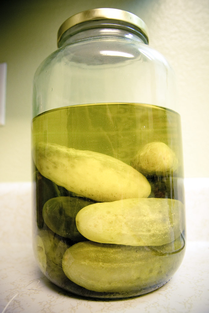 Barattolo di cetriolini sottaceto
