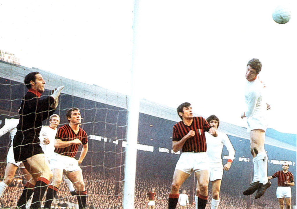 Manchester United Vs AC Milan, 1969 | United are wearing cha… | Flickr