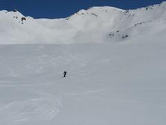 Několik set metrů široký kotel Mattjische Tälli dovoluje lyžím úplně všechno. Ani na sjezdovce nenajdete hladší sníh…
