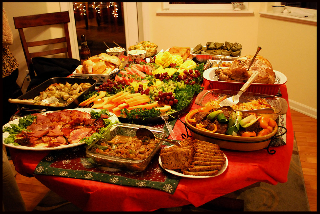 Food For Christmas Eve.Christmas Eve Meal Table 1 Too Much Food Everywhere In The