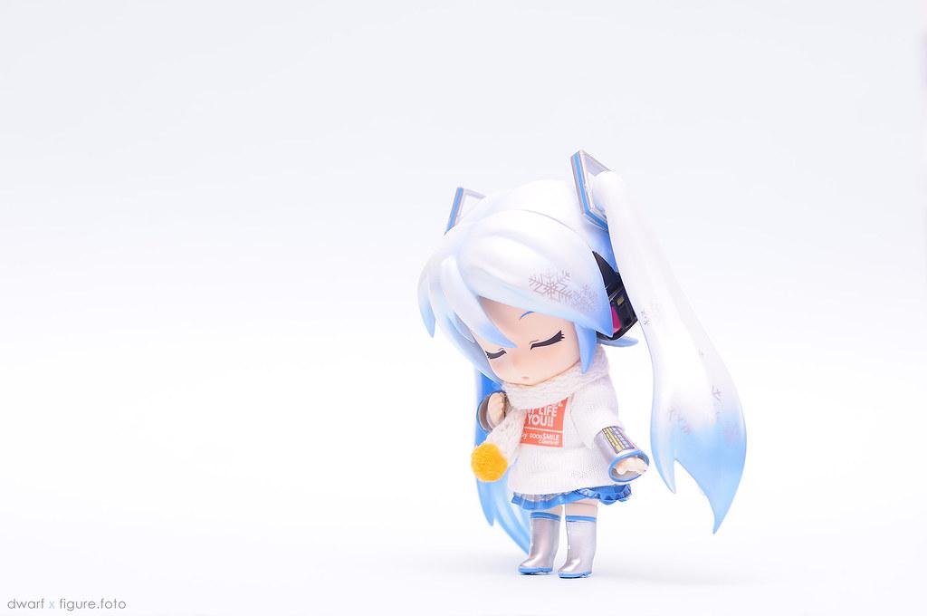 GSC Nendoroid Snow Miku with muffler