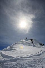 Stojím na vrcholu (2.757 m) a sleduji Vaška, pod ním je Grindelwald, cíl našeho sjezdu