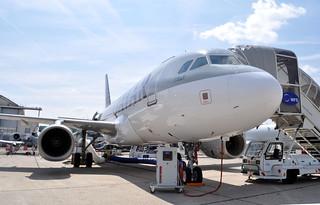 A7-CJA A319  LBG SIAE 2015