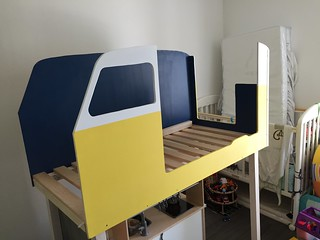 Début du montage du van sur la structure du lit   by arnaudban