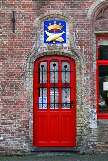 Red door near the Vismarkt (fish market) in Bruges | by fmpgoh