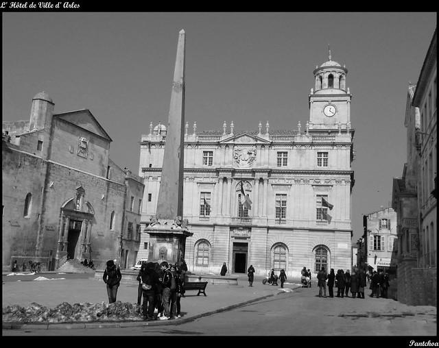 Hôtel de Ville d'Arles - B&W