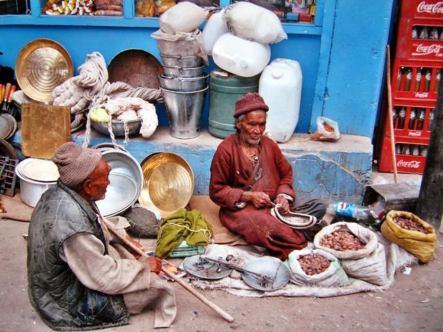 Marchands dans une rue de Leh