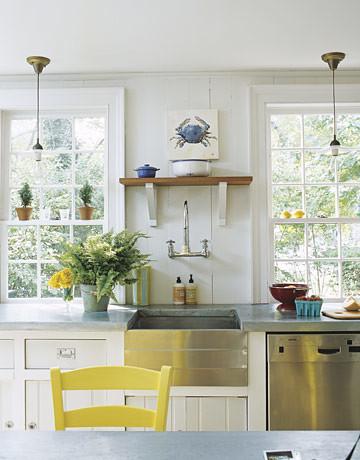 White beachy kitchen: Vintage touches + modern appliances