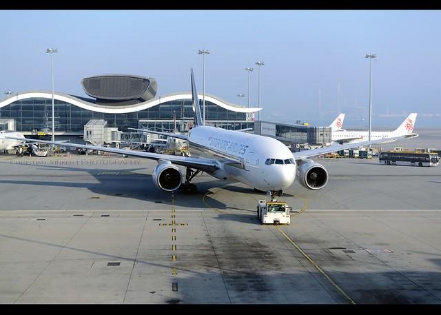 B777-212/ER   Singapore Airlines   9V-SQM   HKG
