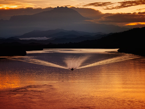 morning bridge mist mountain sunrise lumix dawn panasonic malaysia kotakinabalu sabah suria pagi sungai tuaran gunungkinabalu coth vob topseven mengkabong gayang worldbest fz28 dragondaggerphoto ishafizan magicunicornverybest sailsevenseas sunporn