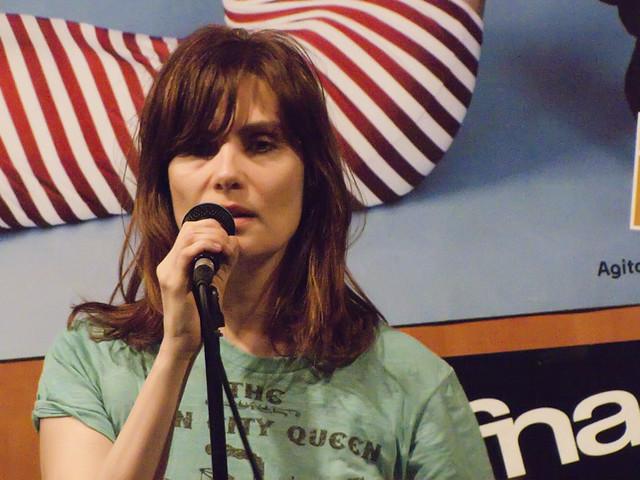 Emmanuelle Seigner : Showcase FNAC Bellecour, Lyon - 25.02.2010
