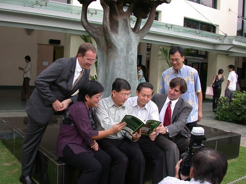 Sat, 10/31/2009 - 19:22 - Publication launch of the Bukit Timah stand book. L-R: Jim LaFrankie, Wang Luan Keng, Lee Sing Kong, Leo Tan, Stuart Davies & Shawn Lum (Plot Leader).  Credit: CTFS.