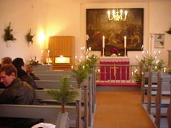 Ingelstrup Kapels kirkerum pyntet til julegudstjeneste
