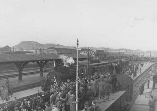 Lokomotiv ankommer Trondheim Sentralstasjon (1945)