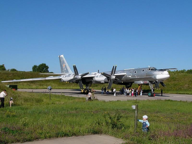 Tupolev Tu-95 katsoo Karhu 3