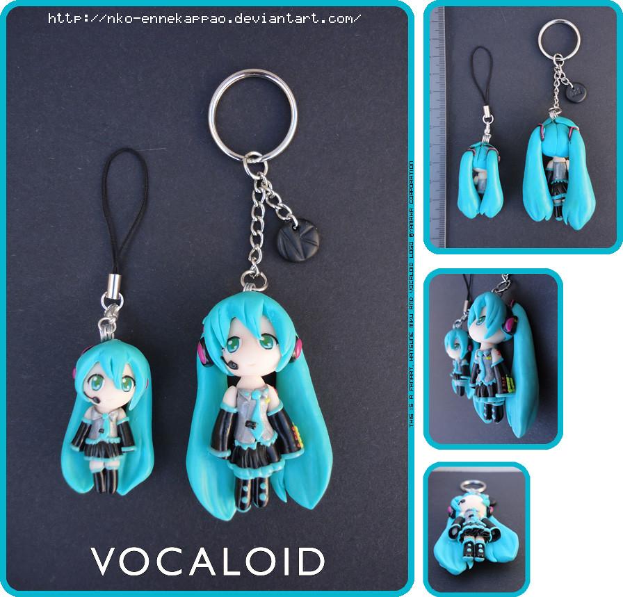 Vocaloid - Chibi Hatsune Miku keychain and phonecharm set