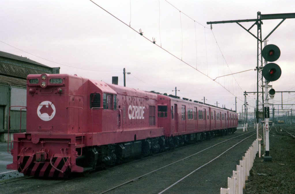 198607 650 Loco T334 in pink livery by williewonker