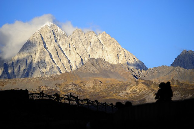 Lhagang graslands and the Mount Zhara Lhatse,5820m