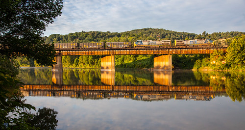 railroad morning bridge sunrise river morninglight unitedstates pennsylvania trains csx mckeesport csxt youghriver csxpittsburghsub csxt168 csxt77
